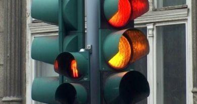 Nocera Superiore: Vento abbatte un semaforo. Scuole chiuse domani