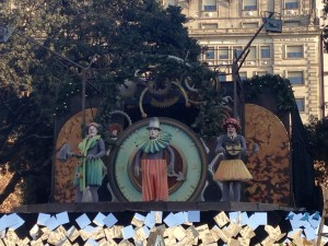 Clockwork clowns performing