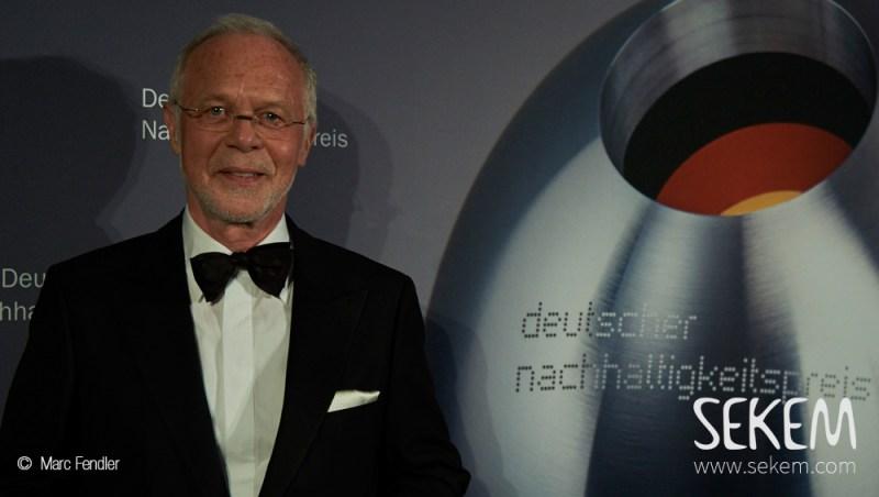 Ulrich Walter, Gründer und Geschäftsführer von Lebensbaum, nahm den Deutschen Nachhaltigkeitspreis entgegen