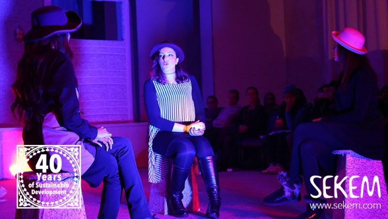 Die Studentinnen Nourhan Said, Aya Essam und Walaa Ahmed führten eine Szene aus Shakespeares Macbeth auf.