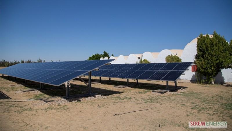 Die neue Solar-Anlage auf SEKEMs Farm in Wahat El-Bahariya.