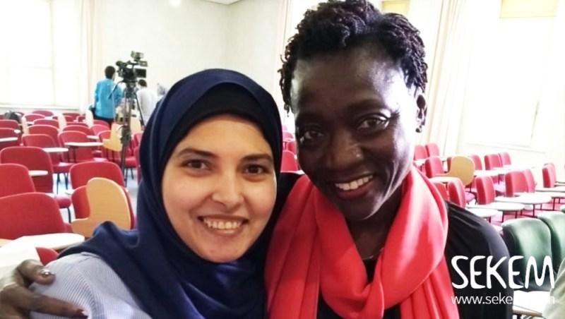 Zwei starke Frauen. Thoraya und Auma Obama bei einer Veranstaltung des Weltzukunftsrates in SEKEM.