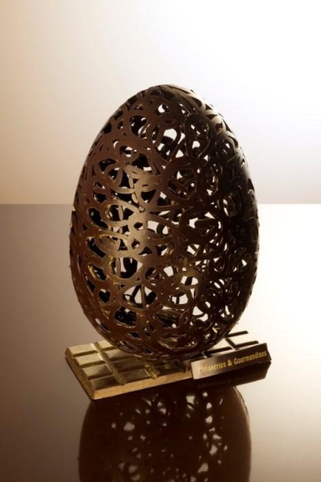 Koronkowe jajko z czekolady