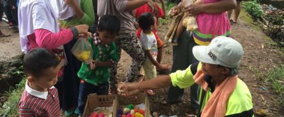 Ariel NOAH Berduka, Penjual Anak Ayam Ambil Untung