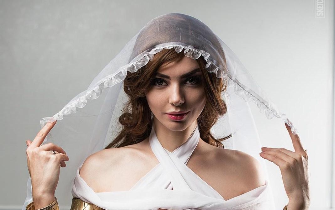 Lindo Cosplay Feminino da Gwynevere Princesa da Luz Solar - Dark Souls - Cosplays Femininos de Games Topo
