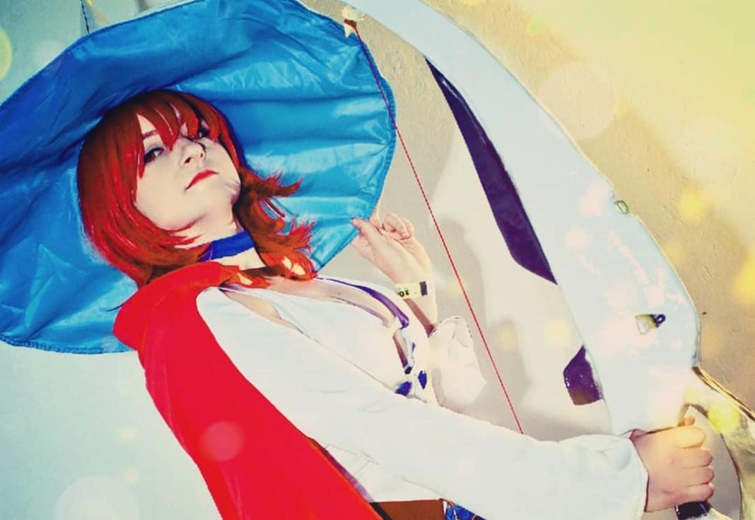 Cosplay Feminino da Shiny Chariot - Little Witch Academia - Foto Anime Netflix Banner