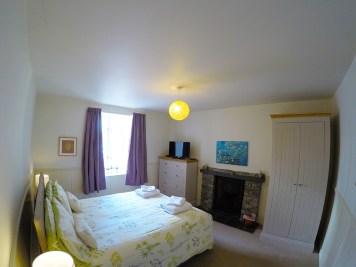 bedroom-downstairs-kingsize 1200