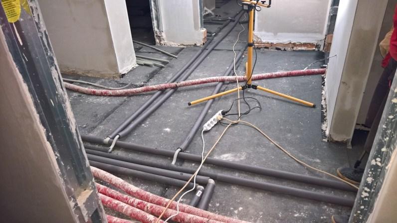 Rozvody vody a elektřiny v podlaze