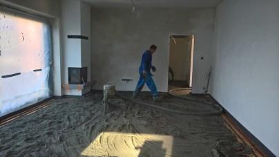 Základní zasypání podlahového topení betonem