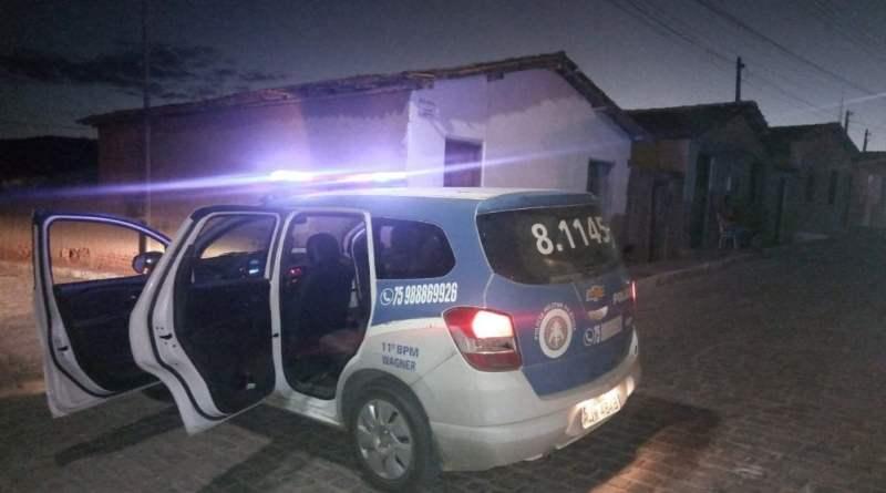 Policiais cumprem mandado de prisão em Wagner- Ba