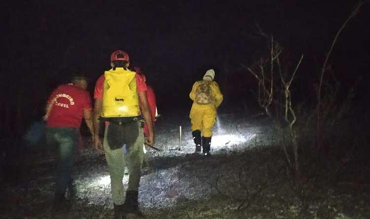 Bombeiros Civis controlam incêndio no Iguape, Boa Vista do Tupim