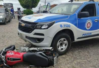 Ruy Barbosa – Ba: Homem tenta empreender fuga e acaba batendo em viatura