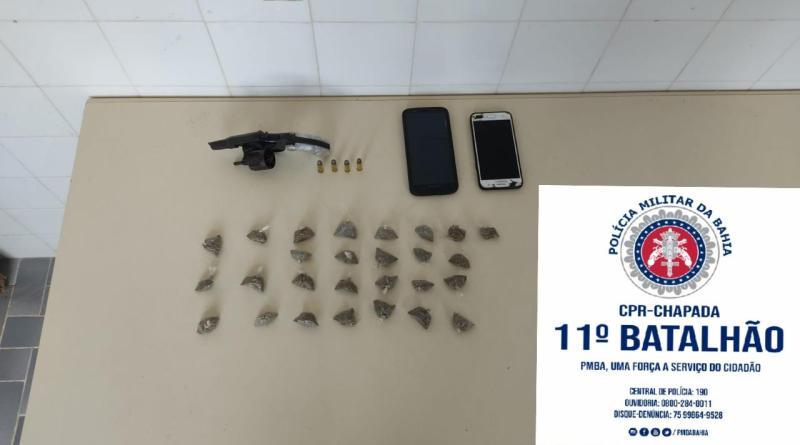 Lajedinho: Homem é preso com drogas e arma em veículo