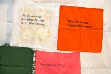 Wertesätze auf alte Taschentücher gedruckt