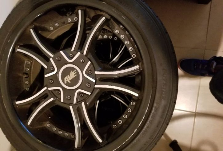 4 tires with Rims - Image 1