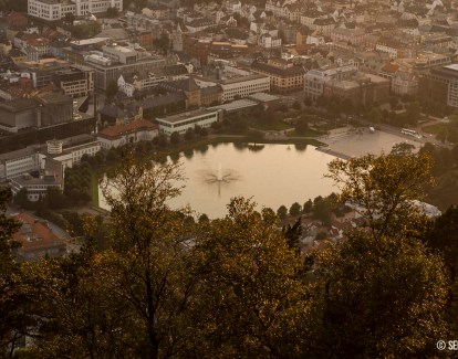 Atardecer dorado en Bergen