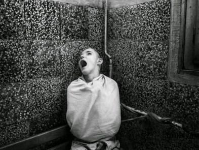 terrifying_asylum_tour_of_the_past_01