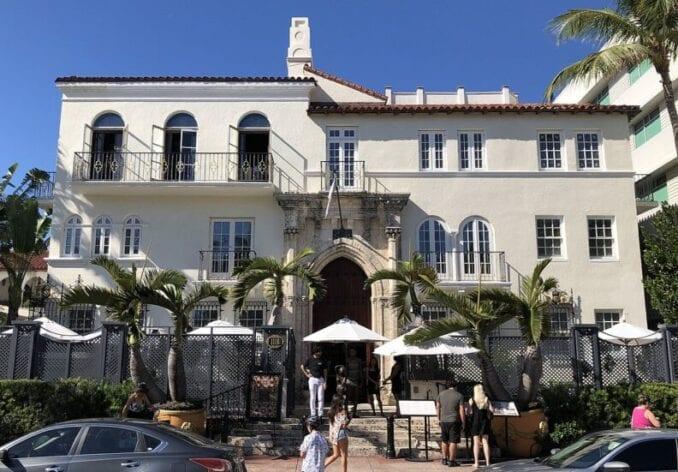 Suicidio en Mansion Versace