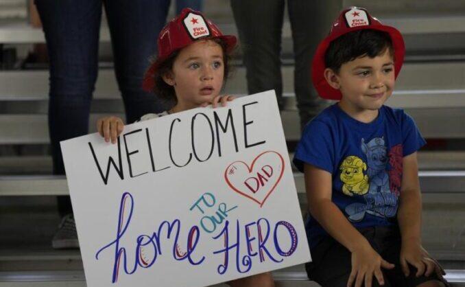 Los bomberos terminan la búsqueda de cuerpos en el condominio de Surfside y vuelven a sus hogares