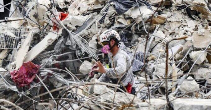 La búsqueda en el condominio colapsado cambia de rescate a recuperación de cuerpos