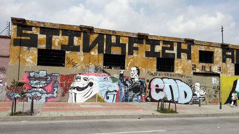 El último día del Foro Paz y Cultura se llamó a un acto de desobediencia y se convocó a jóvenes de la ciudad para repintar grafitis tapados por la nueva