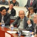 Iván Cepeda: El fantasma mediático y la resistencia civil de Uribe