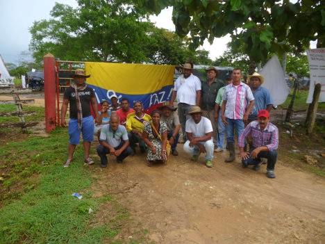 Campesinos de Arjona, Bolívar, ejerciendo el derecho a la tierra, claman por paz con justicia social.