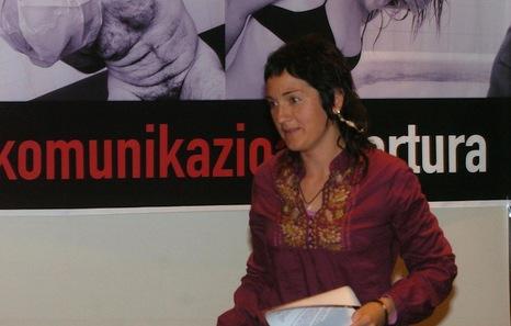 Nekane Txapartegi en 2007, en una comparecencia junto a personas torturadas por los diferentes cuerpos policiales. (Luis Jauregialtzo/Argazki Press)