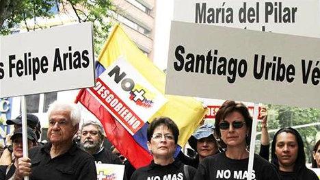 Marcha uribista contra el proceso de paz.