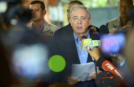 Sus propios partidarios se apartan de la orientación del senador Uribe