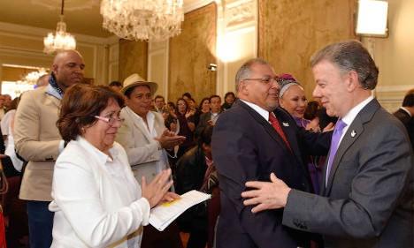 Aída Avella en la Casa de Nariño con el Presidente Juan Manuel Santos. Foto Presidencia.