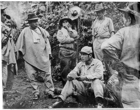 Isauro Yosa, Manuel Marulanda, Ciro Trujillo y otros guerrilleros marquetalianos.