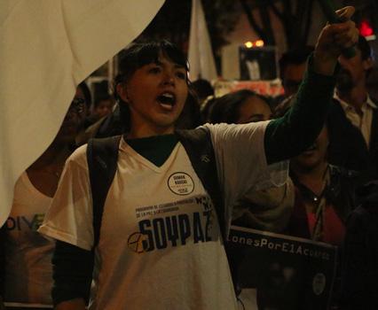 Marcha de estudiantes en apoyo a los acuerdos de paz. Foto Carolina Tejada.
