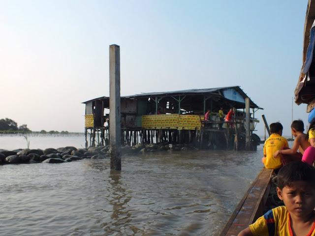 Restoran Terapung di Bagan Ujung, Percut