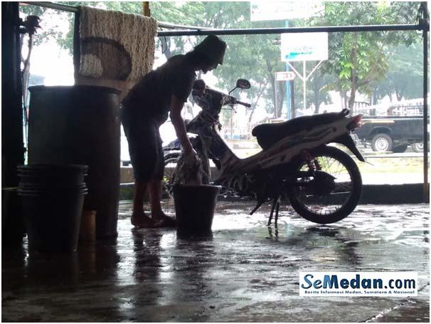 Door Smeer Medan, Peluang Usaha Cuci Motor dan Mobil