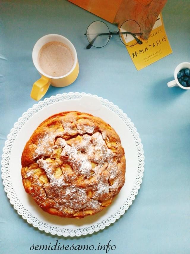 torta di mele con farina integrale e formaggio spalmabile
