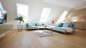 Wohnungseinrichtung aus Holz