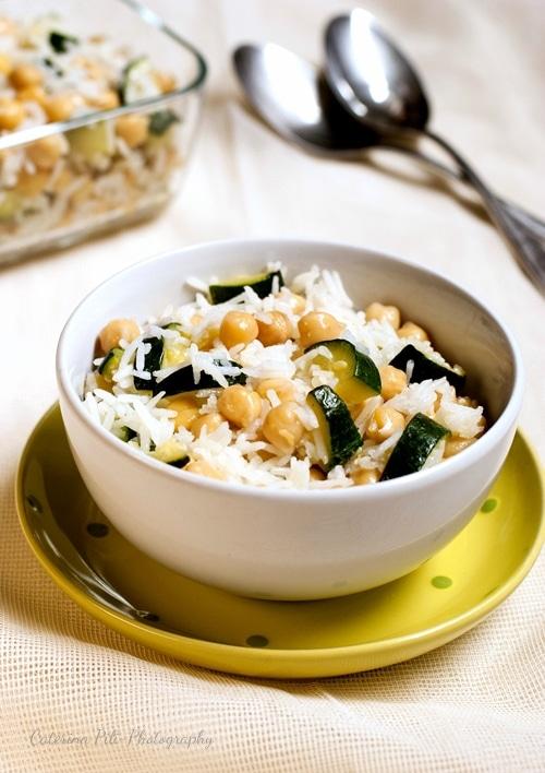 Insalata di riso basmati con ceci e zucchine