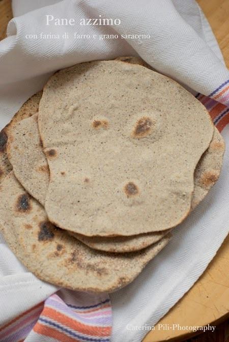 Pane azzimo con farina di farro e grano saraceno