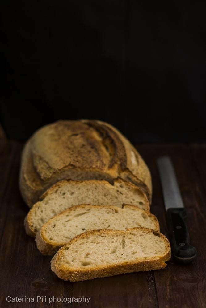 Pane a lievitazione naturale con semola di grano duro e cottura su pietra refrattaria