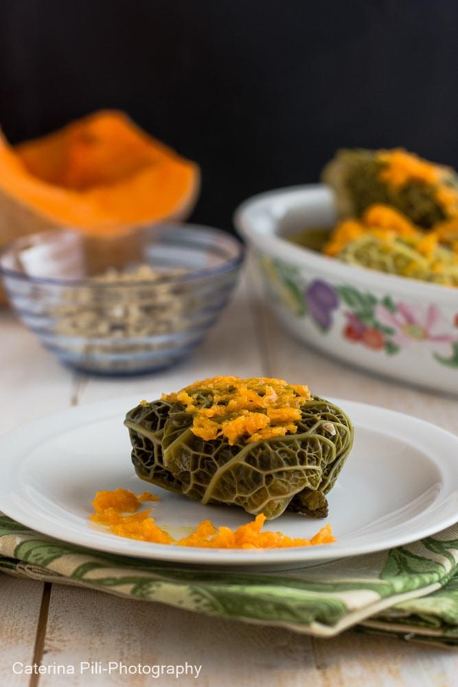 Fagottini di verza con riso integrale su letto di zucca | ricetta Varoma