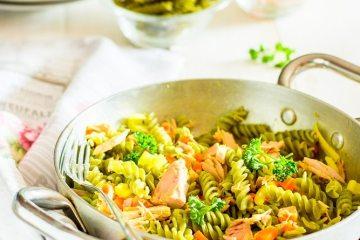 Pasta di legumi con tonno al naturale e curcuma