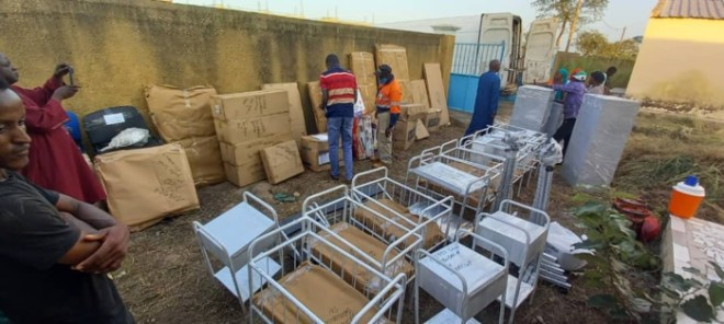 Kédougou / Poste de santé de Tripano : le maire M. H. Cissé  et Endeavour Mining receptionnent  du matériel d'une valeur de 8.129.500 Fcfa.