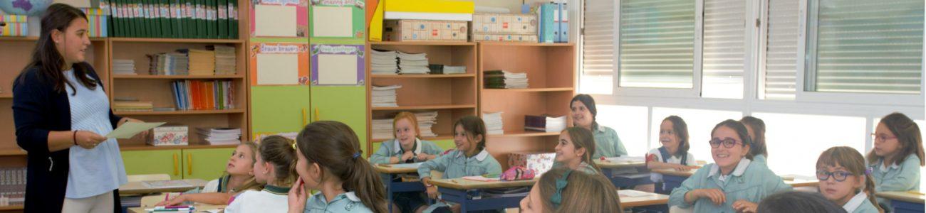 alumnas-aula-explicando