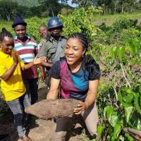 Cross River first lady stuns onlookers, joins in farm harvest