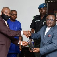 Resident Doctors honour Ayade with Champion of Industrialization award, laud him over security