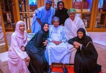 Nigeria : Muhammadu Buhari a prié chez lui avec sa famille (08 Photos)