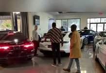 Mo Gates est inarrêtable, il dégaine encore 450 millions pour un Ranger Rover et un Maybach-Mercedes S560″ pour sa maman (Vidéo)