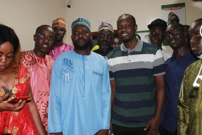 "Mercato politique : Ousmane Sonko récupère des ""apéristes"" de Foundiougne (8 Photos)"