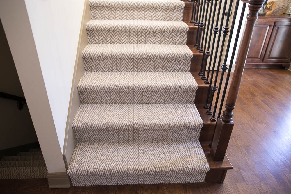 Hollywood Carpet Stairs Staricasre Renovation Ideas Sengerson | Carpet Styles For Stairs | Bound | American Style | Traditional | Curved Stair | Tuftex